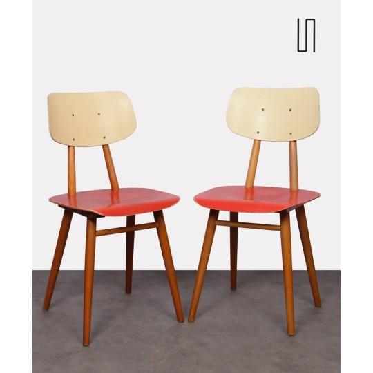 Paire de chaises rouges pour le fabricant Ton, 1960