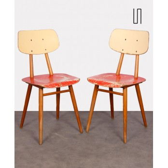 Paire de chaises rouges pour Ton, 1960