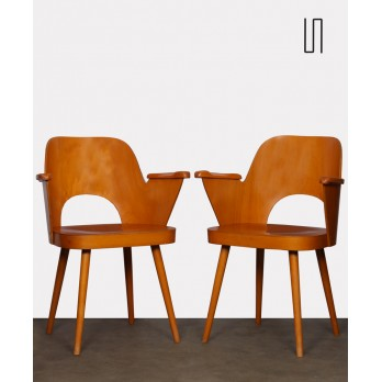Pair of wooden armchairs by Lubomir Hofmann for Ton, 1960s