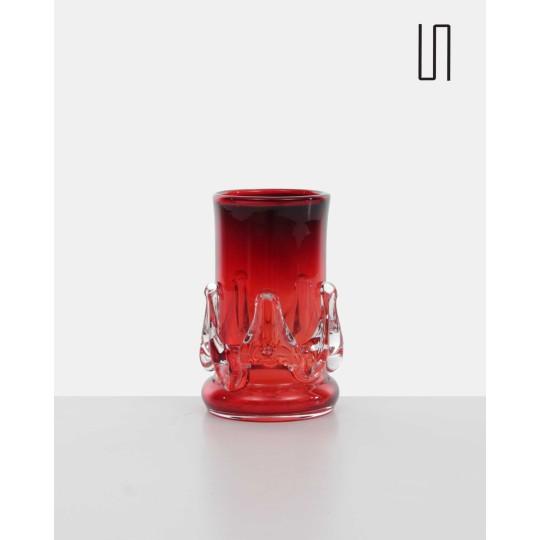 Red Eastern European vase by Jerzy Słuczan - Orkusz